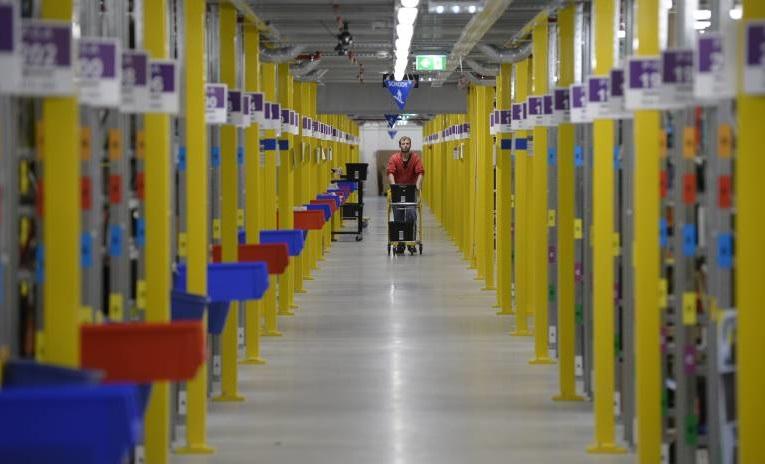 Amazon spielt tschechische und deutsche Angestellte gegeneinander aus
